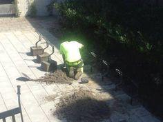 Dieser Herr, der diese Fahrradständer halt irgendwie einbetoniert. | 32 Leute, die sich nicht für Details interessieren