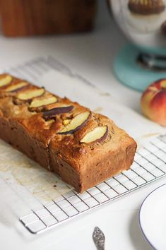 Chocolate and pear crumble cake - HQ Recipes Clean Eating Snacks, Healthy Snacks, Healthy Recipes, Healthy Drinks, Rhubarb Cake, Rhubarb Recipes, Salty Cake, Eat Smarter, Savoury Cake