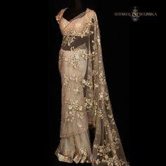 No photo description available. Net Saree Designs, Saree Designs Party Wear, Party Wear Sarees, Saree Blouse Designs, Trendy Sarees, Stylish Sarees, Fancy Sarees, Net Saree Blouse, Lace Saree