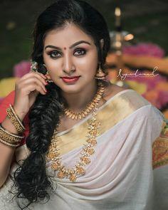 "@rini._raj._: ""പൂവിളി പൂവിളി പൊന്നോണമായി നീ വരൂ നീ വരൂ പൊന്നോണ തുമ്പി  ഈ പൂവിളിയില് മോഹം പൊന്നിന് മുത്തായ്…"" Indian Natural Beauty, Indian Beauty Saree, Indian Actress Hot Pics, Most Beautiful Indian Actress, Beauty Full Girl, Beauty Women, Indian Photoshoot, Beautiful Blonde Girl, Cute Girl Poses"