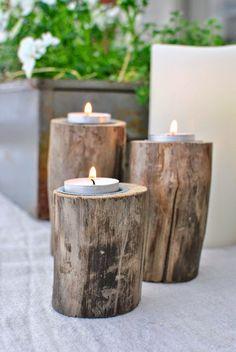 houtblokken met kaars erin