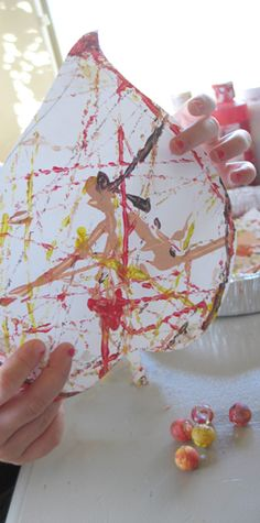 Paint a fall leaf with marbles craft for kids / www.jeannewinters