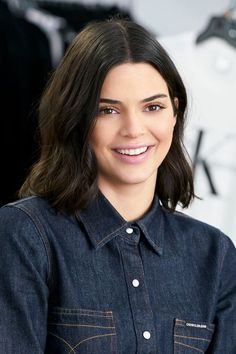 Omega stitch denim shirt Candid, behind-the-scenes moments with Kendall Jenner. Discover the Fall 2018 CALVIN KLEIN JEANS collection and join our family. New Short Hairstyles, Summer Hairstyles, Bob Hairstyles, Hairstyle Short, Hairstyle Ideas, Pixie Haircuts, Kylie Jenner Outfits, Kendall Jenner Style, Kendall Jenner Short Hair