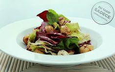 Karamelize kestane ve böğürtlenli vinaigrette sosla harmanlandıktan sonra servis edilen karışık salata, tadıyla alışkanlıklarınızı değiştiriyor.