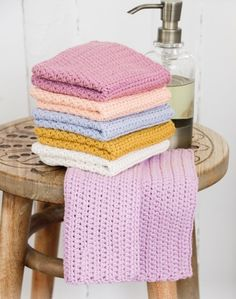 Crocheted cloths in DROPS Paris. The piece is worked with half double crochets. Drops Design, Drops Paris, Free Crochet, Crochet Hats, Magazine Drops, Washing Clothes, Crochet Patterns, Cleaning, Knitting
