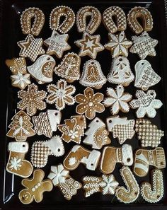 Christmas Sweets, Christmas Gingerbread, Christmas Cooking, Christmas Decorations, Xmas, Horse Treats, Gingerbread Man Cookies, Cookie Decorating, Diy And Crafts