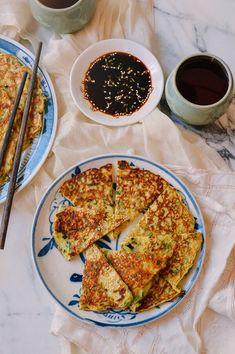 I ate these Chinese Zucchini Pancakes (糊塌子, hu tazi) when I was little. Theyre simple and delicious, and can be customized with different ingredients! Asian Recipes, Ethnic Recipes, Asian Foods, Egg Recipes, Wok Of Life, Zucchini Pancakes, Food Texture, Plat Simple, Asian Cooking