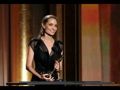 Angelina Jolie pays tribute to Brad Pitt, her children and her mother at honorary Oscars - YouTube
