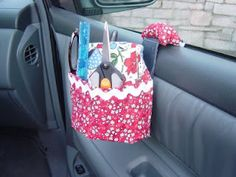 Sewing caddy from a car cup holder & tin can plys fabric with pockets - Sew Many Ways on Tool Time Tuesday Sewing Caddy, Sewing Tools, Sewing Crafts, Sewing Projects, Sewing Ideas, Diy Projects, Yarn Crafts, Sewing Hacks, Long Car Rides