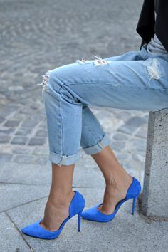 cuffed jeans & cobalt pumps