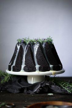 Chocolate Earl Grey Cake with Lavender Ganache - Chocolate recipes / Cioccolato - White Chocolate Baking Recipes, Cake Recipes, Dessert Recipes, Think Food, Love Food, Earl Grey Kuchen, Food Cakes, Cupcake Cakes, Cupcakes