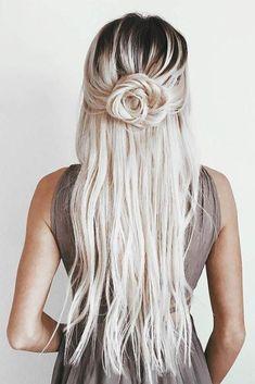 ▷ 1001 + ideas for beautiful hairstyles Plus instructions for making your own schone-haarfrisuren-blonde-lange-haare-rose-frisur-fur-frauen-beige-kleid - Unique Long Hairstyles Ideas Long Face Hairstyles, Fancy Hairstyles, Braided Hairstyles, Beautiful Hairstyles, Hairstyles For Homecoming, Homecoming Hair Tutorials, Cute Hairstyles For Wedding, Hairstyle Ideas, Hair For Homecoming