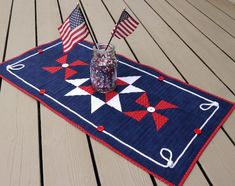 How to sew a simple patriotic patchwork table runner for your home, perfect for summer celebrations. Patchwork Table Runner, Quilted Table Runners, Applique Towels, Types Of Knots, Straight Line Quilting, Patriotic Quilts, Blue Quilts, Shirt Quilt, Mug Rugs
