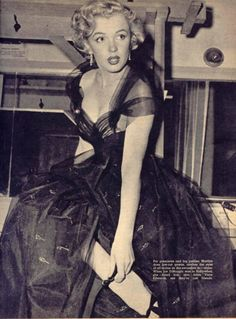 Marilyn Monroe at the 1951 Oscars.look at that dress! Hollywood Glamour, Classic Hollywood, Old Hollywood, Hollywood Fashion, Hollywood Celebrities, Hollywood Actresses, Joe Dimaggio, Most Beautiful Women, Beautiful People