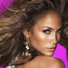 Jennifer Lopez's bronze make-up look; beautiful