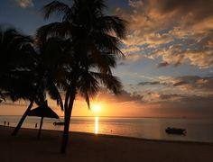 Was für ein toller Sonnenuntergang #taipan_mauritius #mauritius Mauritius, Hotels, Strand, Celestial, Outdoor, Tropical Paradise, Ocean, Sunset, Island