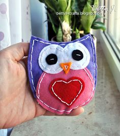 DIY handsewn felt owl with simple video tutorial (German and English)