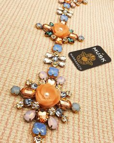 Couture Embroidery, Embroidery Ideas, Beaded Embroidery, Swarovski, Caftans, Wall Decor, Fashion Outfits, Beads, Bracelets