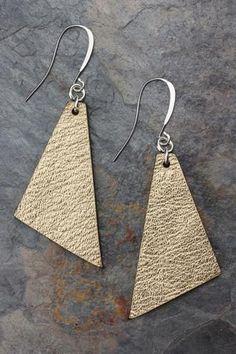 Triangle Earrings - Metallic Gold Leather #leatherearringsdiy