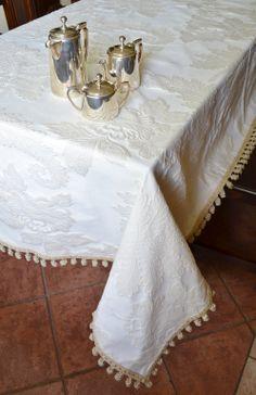 ROMANCE TABLE CLOTH   PatriziaB.com Elegant Table Cloth Made With A  Priceless Ecru Coloured