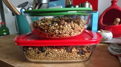 My husband made his own granola today. I can't wait till tomorrow morning for a taste of it! The receipt is from this blog: http://chocolateandzucchini.com/vf/recettes/petit-dejeuner/granola-ma-formule-de-base-recette/ (in French)
