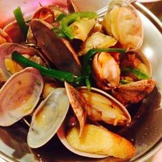 Que Huong Restaurant - San Diego, CA, United States. Clams