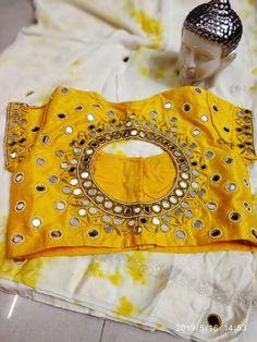 Salwar Neck Designs, Fancy Blouse Designs, Bridal Blouse Designs, Blouse Neck Designs, Mirror Work Blouse Design, Mom And Baby Dresses, Lion Craft, Maggam Work Designs, Blouse Models