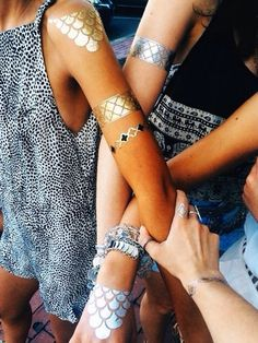 Honestly can't get enough of the metallic tattoo trend!