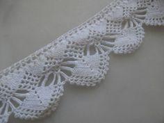 Spitzenborte - 2 m, Handgehäkelte vintage white Lace Trim- - ein Designerstück von mixedsupplies bei DaWanda