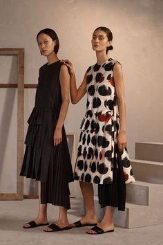 Claudia Li Pre-Fall 2019 Fashion Show Collection: See the complete Claudia Li Pr. Claudia Li Pre-F Fashion Moda, Womens Fashion, Fashion Trends, Ladies Fashion, Fashion Ideas, Claudia Li, Belle Silhouette, Casual Dresses, Fashion Dresses