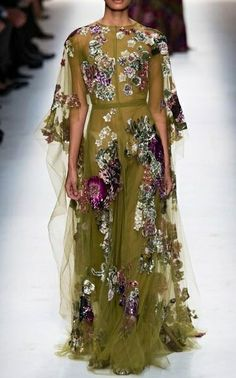 Valentino Fall 2014 RTW - Runway Photos - Fashion Week - Runway, Fashion Shows and Collections - Vogue Runway Fashion, Fashion Show, Fashion Design, Paris Fashion, Fashion Glamour, High Fashion, Vestidos Fashion, Best Gowns, Look Formal