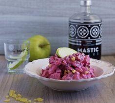Δροσερή και αρωματική παντζαροσαλάτα με μαστίχα. Beetroot, Raspberry, Salads, Apple, Fruit, Recipes, Food, Apple Fruit, Essen