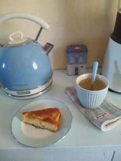 Una buona giornata inizia con una buona colazione e colori che mettono allegria