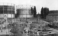 1952: Op de voorgrond de Mgr. Mutsaers Speeltuin. Op de achtergrond voor de…