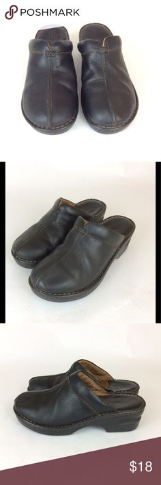 BOC Born Split Toe Clogs Size 7 B73500 For sale is this great pair of Born BOC clogs! Black leather, low heel, top stitching split toe.  Women's Size 7  Good condition! Some wrinkling Born Shoes Mules & Clogs