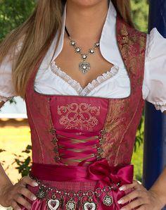 """""""Traunstein"""" Dirndl mit Schürze - Bild vergrößern Oktoberfest Outfit, Rock, Bavaria, Austria, Norway, Sequin Skirt, Germany, Sequins, Skirts"""
