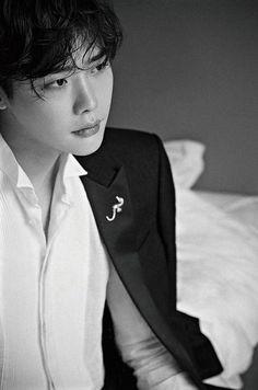 Lee jongsuk ellemen photoshoot why does this picture reminds me of something omg Park Hae Jin, Park Hyung, Park Seo Joon, Lee Jong Suk Cute, Lee Jung Suk, Lee Hyun Woo, Lee Jong Suk Kim Woo Bin, Lee Joon, Lee Dong Wook