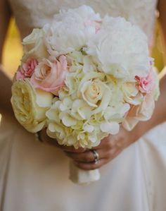 WeddingChannel Galleries: Bride's White Bridal Bouquet