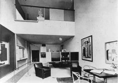 The interior of Le Corbusier's 'Pavillon de l'Esprit Nouveau' for the Exposition Internationale des Arts Décoratifs et Industriels Modernes, Paris, 1925.