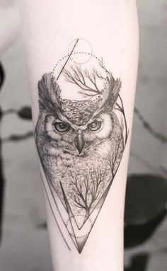 Today we're going to step again into the world of animal tattoos bringing you 50 of the most beautiful owl tattoo designs, explaining their meaning. Mens Owl Tattoo, Cute Owl Tattoo, Owl Tattoo Small, Tattoo Owl, Owl Tattoo Meaning, Lion Tattoo, Small Tattoos, Tattoos Skull, Animal Tattoos
