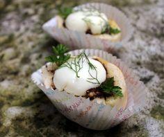 Los Panecillos rellenos de crema de morcilla de Burgos y huevo poché pueden ser un aperitivo ideal para sorprender a nuestros comensales y fácil de elaborar
