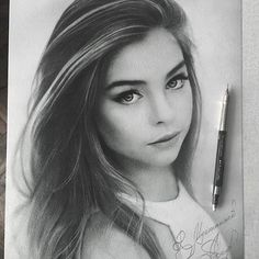 Discover the secrets of drawing realistic pencil portraits. Pencil Portrait Drawing, Realistic Pencil Drawings, Portrait Sketches, Cool Art Drawings, Pencil Art Drawings, Beautiful Drawings, Art Drawings Sketches, Black And White Art Drawing, Girl Face Drawing