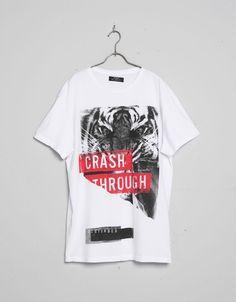 T-shirt print e mensagem - T-shirts - Bershka Portugal Shirt Logo Design, Tee Design, Shirt Designs, Boys T Shirts, Cool Shirts, T Shirts For Women, Custom T Shirt Printing, Printed Shirts, Winter T Shirts