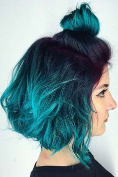 Thinking about going for blue ombre hair? Ombre hair is totally in right now and ombre in blue is no exception. Bluish hair can be subtle or dramatic, with some semblance to fairy or mermaid style hair. Teal Hair Dye, Hair Dye Shades, Ombre Hair Color, Blue Ombre, White Ombre, Ombre Bob, Silver Ombre, Turquoise Hair Ombre, How To Ombre Hair