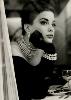 #Cosplay | Liv Tyler desayunando con diamantes www.beewatcher.es