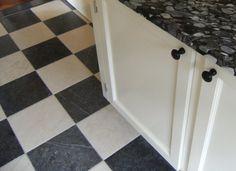Natuursteen tegels, natuurstenen vloeren, belgisch hardsteen vloer - Atelier KK Naarden-Vesting