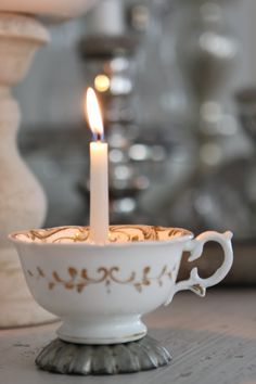 Coffee cups with candles on tables at restaurant Lys i kopp Bougie Partylite, Bougie Candle, White Christmas, Christmas Holidays, Christmas Crafts, Christmas Decorations, Christmas Candle, Christmas Trimmings, Christmas Cup