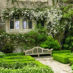 Elevate your garden with a stylish Lutyens Bench - WeLoveHome - Home Outdoor Garden Rooms, Outdoor Gardens, Outdoor Living, Lutyens Bench, Beautiful Gardens, Beautiful Homes, English Country Gardens, Garden Painting, Love Home