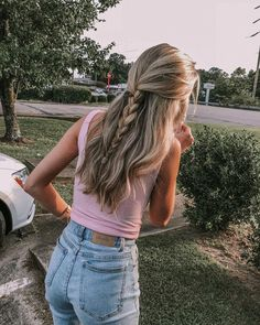 A képen a következők lehetnek: egy vagy több ember, fa, rövi Medium Length Hairstyles, Bun Hairstyles, Pretty Hairstyles, Bangs Hairstyle, Hairstyle Ideas, Hairstyles Pictures, Easy Braided Hairstyles, Formal Hairstyles, Wedding Hairstyles