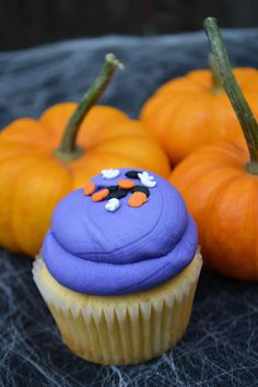 Cupcakes with Halloween sprinkles by Bake Sale Toronto. Fun Cupcakes, Freshly Baked, Bake Sale, Cake Pops, Sprinkles, Toronto, Cookies, Baking, Halloween